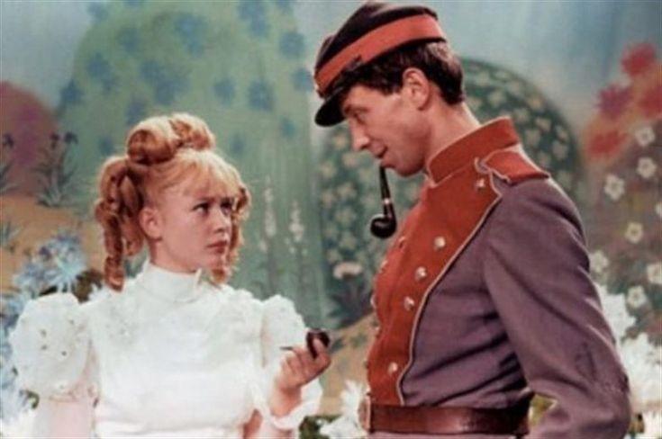 25 мая любимому миллионами актёру исполнилось бы 75 лет. «Он поражал какой-то нездешностью. Таким нездешним и остался», — вспоминала о Дале его третья жена Лиза.