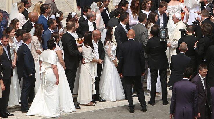 Durante la Audiencia General de este miércoles, el Papa Francisco recordó la belleza del matrimonio cristiano y recordó a los esposos que deben amar a sus esposas como Cristo ama a su Iglesia.