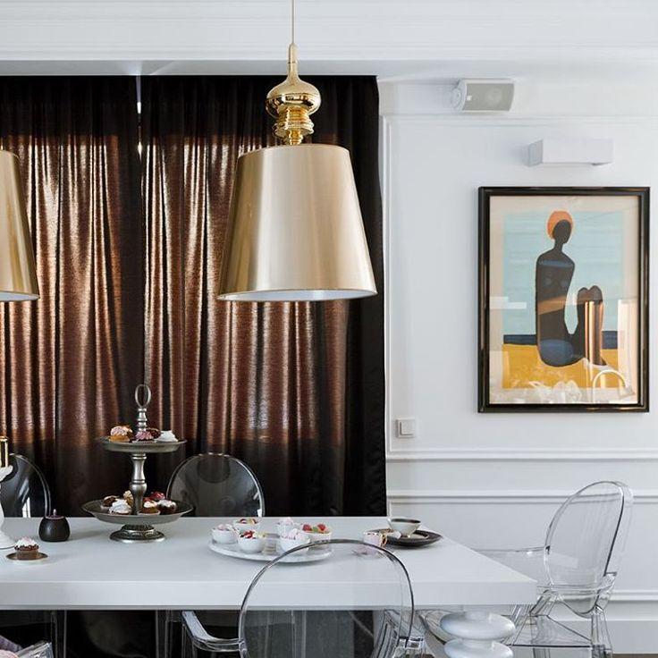 Bonita combinaci n l mparas de techo en acabado dorado for Sillas transparentes