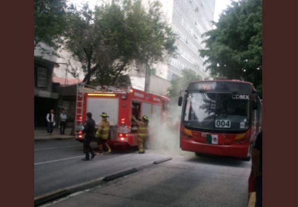 Se registra un conato de incendio en una unidad del Metrobús - Noticieros Televisa
