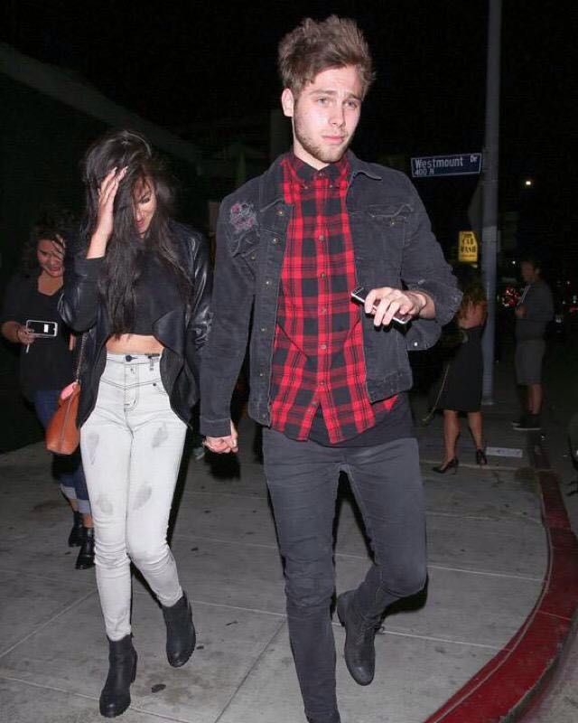 | 5SOS LUKE HEMMINGS and MIKEY CLOFFORD FIGHT OVER GIRLFRIEND ARZAYLEA ! | http://www.boybands.co.uk