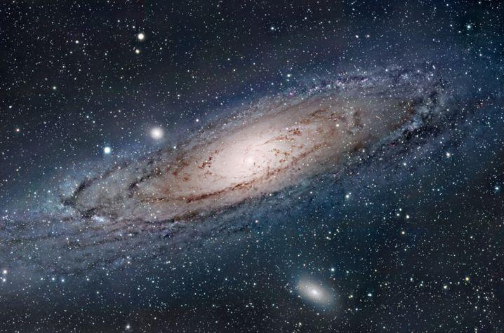 Utilizando observaciones del telescopio SDSS, un equipo de astrónomos ha analizado la distribución espacial de 3.6 millones de estrellas, encontrando ondas que prueban que se produjeron impactos antiguos contra la Vía Láctea. Fuente: Universidad de Kentucky. Un equipo de la Universidad de Kentucky ha observado pruebas de impactos antiguos que se piensa que han dado forma y origen a la estructura de nuestra galaxia la Vía Láctea.