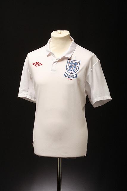 England Football Shirt (Home, 2009)