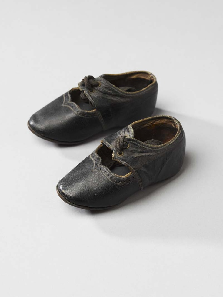 Childrens shoes, 1910-1929, leather, Fries Museum.