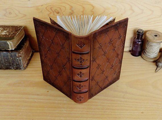 Brun cuir Journal / Blank Book avec outils de par TeoStudio sur Etsy