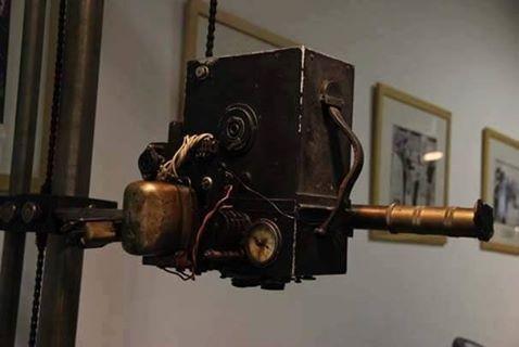 1933 yılında Atatürk'ün 10. Yıl Nutku'nu okurken video görüntülerini çeken kamera.