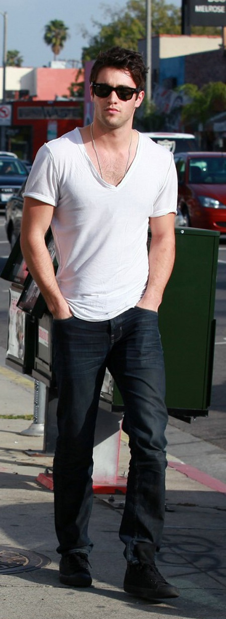 Most simple yet very chic and masculine look you can possibly go for if you have the body for it