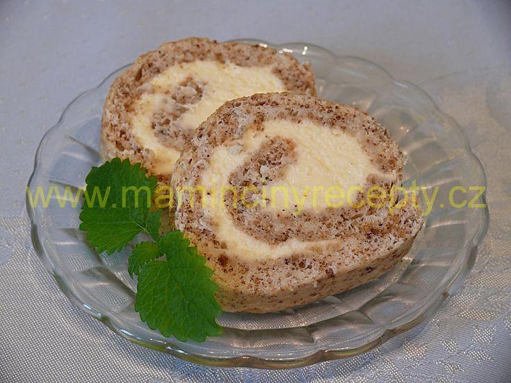 Ořechová bílková roláda