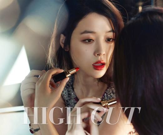 f(x)'s Sulli High Cut Vol. 146 Look 2