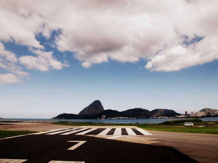 A mostra retrata a momento de transformações significativas pelas quais a cidade do Rio de Janeiro vem passando, ao completar 450 anos de sua fundação