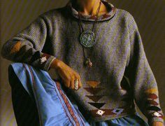 Superbe pull au graphisme ethnique, mélange de jersey et de jacquard : Tailles : 36 - 38/40 - 42/44 Aiguilles N° 4,5 Le pull aztèque Le pull esquimaux brodé