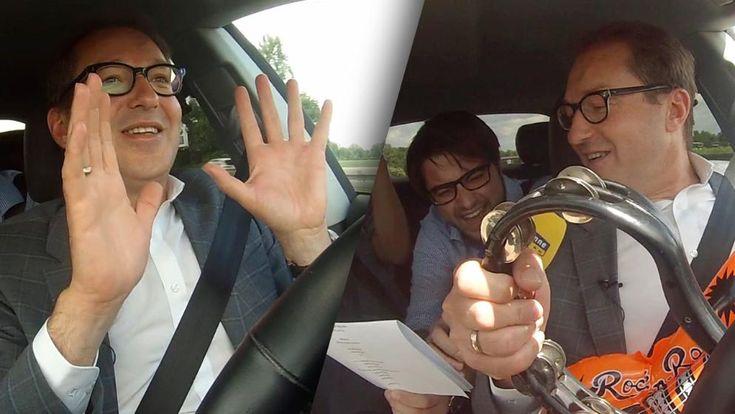 Ein Bundesverkehrsminister, der während der Fahrt singt, am Smartphone daddelt und seine Krawatte bindet. Das gäbe satte Punkte in Flensburg - wenn dies nicht ein selbstfahrende Auto wäre!
