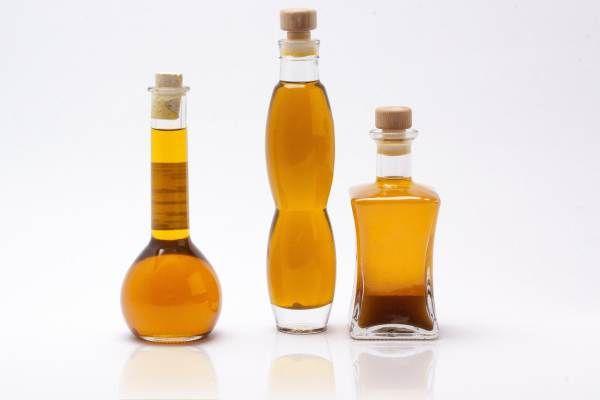 Una dintre regulile de baza ale medicinei traditionale indiene în ceea ce priveste folosirea cosmeticelor este aceea de a aplica pe piele doar substante