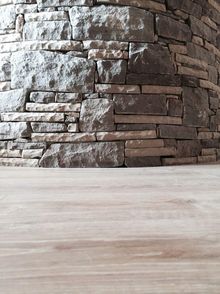 Construcció barra de cuina revestida en pedra.  Construccions Madrona www.construmadrona.com