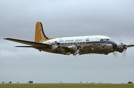 440px-Douglas_DC-4-1009,_South_African_Airways_(Historic_Flight)_AN1289669.jpg (440×291)