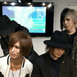DIAURA Gif | They are so cute! Look at those smiles!