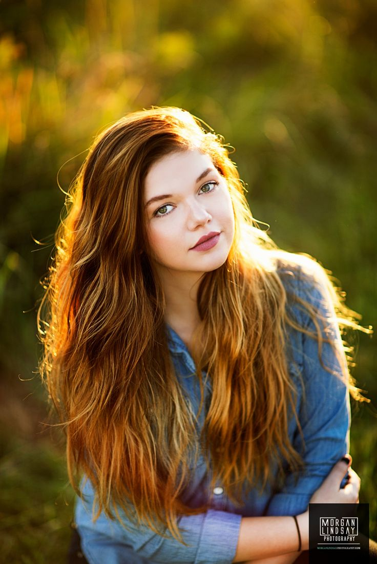 girl senior pictures photo ideas outdoor at sunset in flower field with gorgeous light