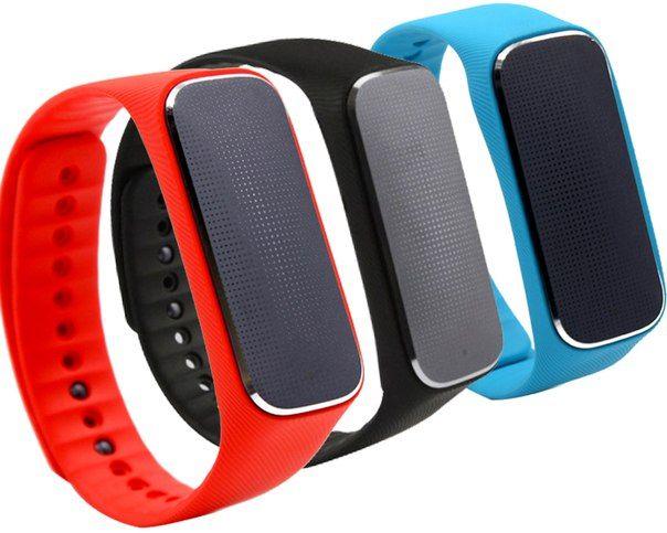 Измеряет пульс, сердечный ритм, кровяное давление, настроение и всю информацию выводит в смартфон
