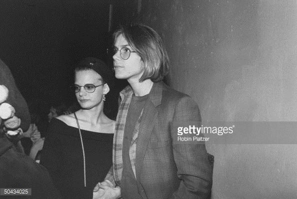 boyfriend-and-girlfriend-actors-river-phoenix-and-martha-plimpton-an-picture-id50434025 (594×399)