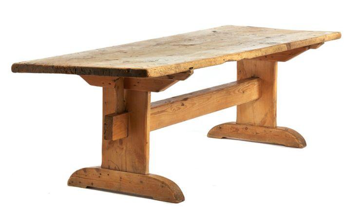 Ett skevt gammalt köksbord med bockben tack!