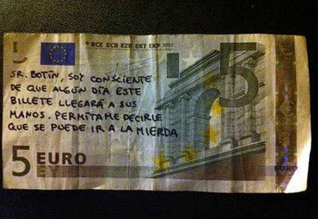 Συνθήματα κατά της κρίσης από τσέπη σε τσέπη