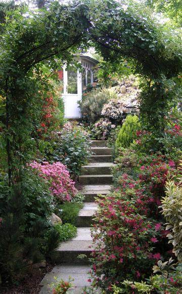 Simple Mit einem Rosenbogen k nnen Sie Ihre Treppe im Garten optisch sch n in Szene setzen