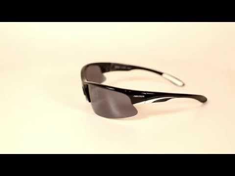 Arctica S-197 B sport napszemüveg. Polarizált lencséket kapott, melynek célja, hogy csökkentse a zavaró tükröződést és a fényvisszaverődést.A napszemüveg lencséi füstös színű polikarbonátból készültek. Könnyűek, vékonyak, tartósak és ütésállóak. KATTINTS IDE!