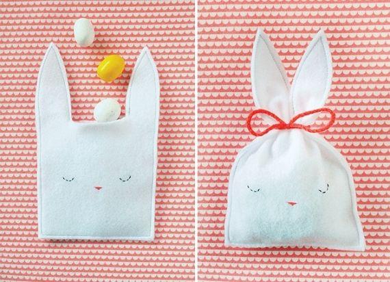 Crie um pacotinho de feltro no formato de coelhinho da Páscoa que,é um charme e vai encantar quem receber! - Veja mais em: http://www.vilamulher.com.br/artesanato/tendencias/saquinhos-de-pascoa-de-feltro-17-1-7886461-220.html?pinterest-destaque
