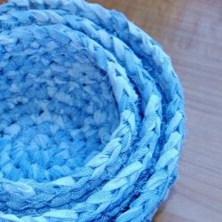 Turn your old sheets or any scrap fabric into a sturdy nesting baskets.: Fabrics Nests, Crochet Baskets, Fabrics Yarns, Free Crochet, Old Sheet, Scrap Fabric, Fabrics Baskets, Nests Baskets, Crochet Patterns