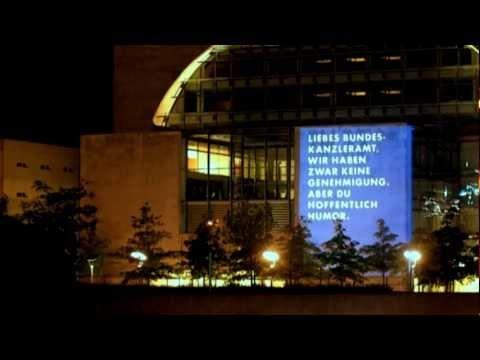 """Aktuelle Guerilla-Marketing-Aktion (21.5.2012 auf 22.5.2012) von EURONICS am Bundeskanzleramt, der wahrlich wenig sparsamen, aber sehr bekannten """"Waschmaschine"""". Mehr Infos zur Aktion auch hier: http://www.horizont.net/aktuell/marketing/pages/protected/Guerilla-Aktion-Euronics-missbraucht-Bundeskanzleramt-als-Werbeflaeche_107702.html"""