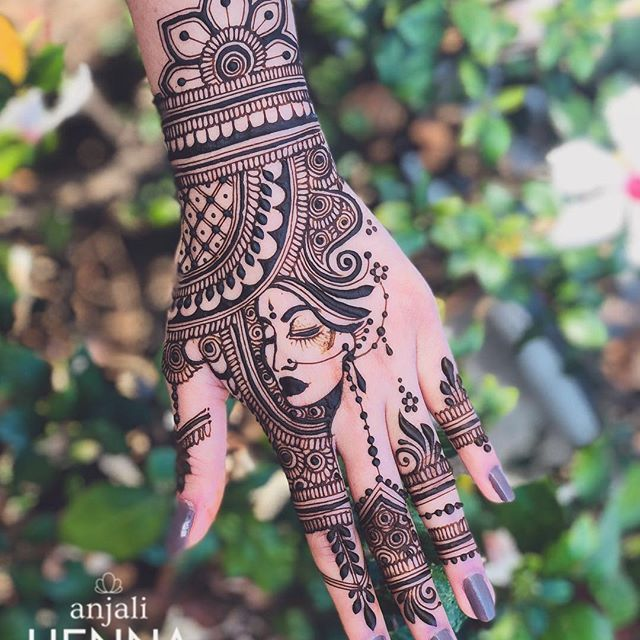 Trying out the portrait mode on iPhone  what do you guys think?! Had a great henna session with @apoorvashennaworks yesterday