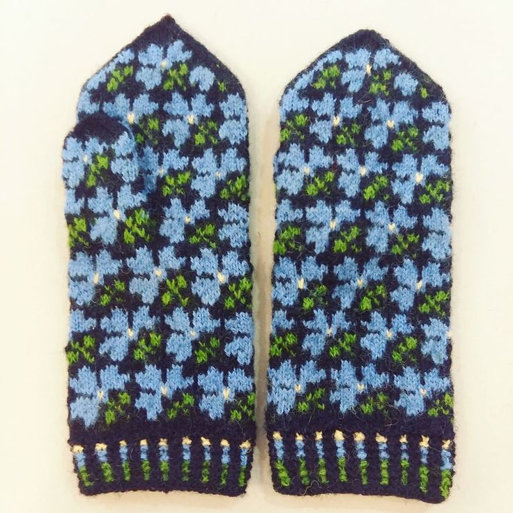 Latvian handmade hand knitted flower mittens 100% wool Tines pattern S M #Tnes #WinterGloves