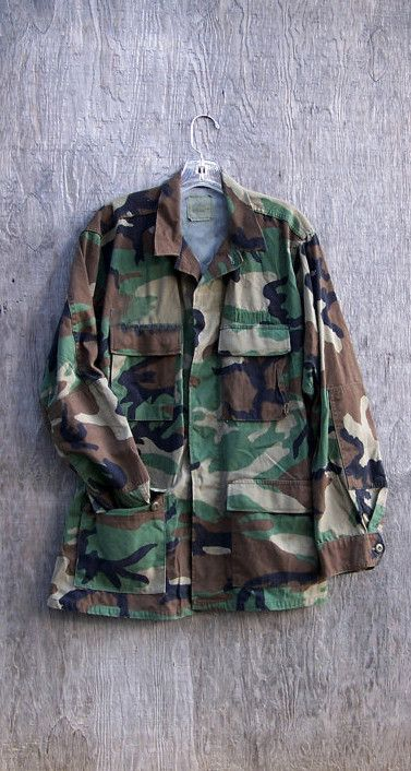 Vintage Army camo jacket. With button down front, dual buttons at the sleeves can adjust the fit. Buttons at the hips/waist to adjust the fit. Most have a cool hand-stitched army badge/patch that can