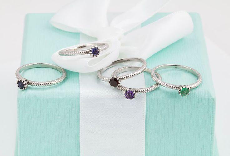 Zásnubní prsteny s vsazenými polodrahokamy. Vyberte si  i vy ten svůj.