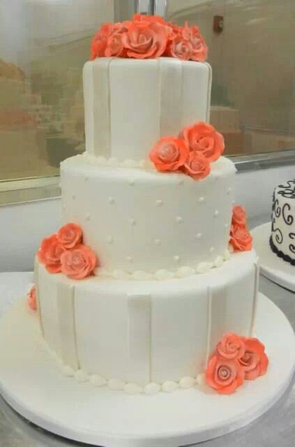 Classic cake with a touch of color..