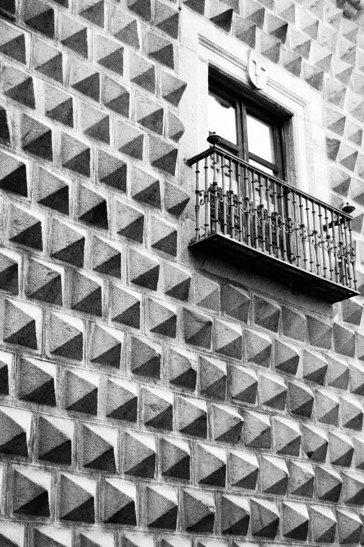 Segovia #segovia #window #pyramid #wall #photography #ventana #pared #piramide