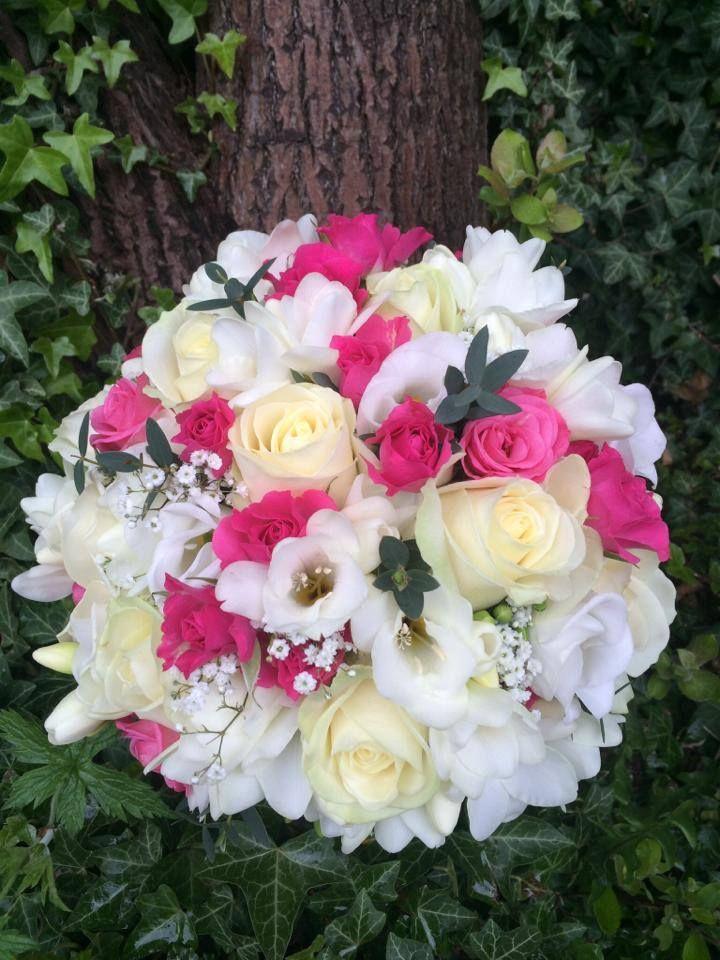 Vicky's Flowers at www.edinburghbridesweddingguide.com