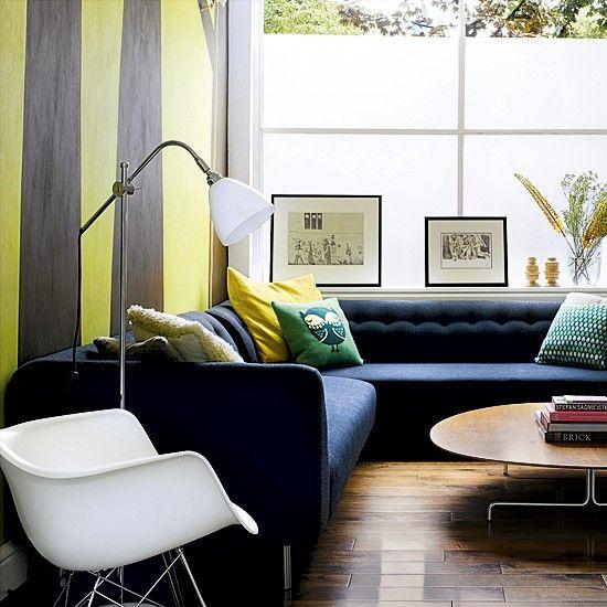 Moderner Wohnraum mit gestreifte Tapete Wohnideen Living Ideas Interiors Decoration