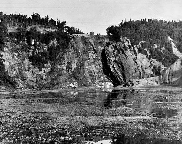 (Québec) La chute Montmorency, mais sans eau! Cette intrigante photo datée de «vers 1965» a été dénichée dans les archives par notre photographe Patrice Laroche.