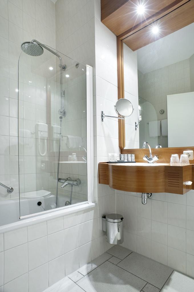 Bathroom at Inntel Hotels Amsterdam Centre