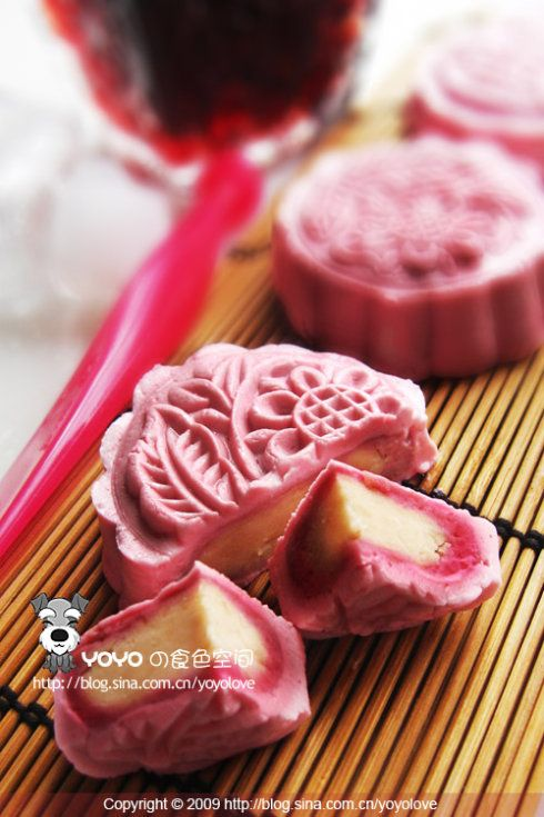 snow 月餅   Pale pink roses red lotus seed paste snowy moon cake