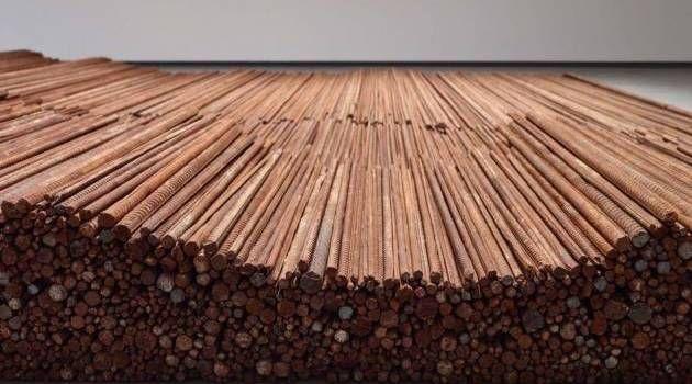 Jern. Et på alle måder tungtvejende værk er Ai Weiweis 'Straight', der er en skamstøtte over korruption og byggesjusk, som fik flere skoler til at kollapse under et jordskælv.