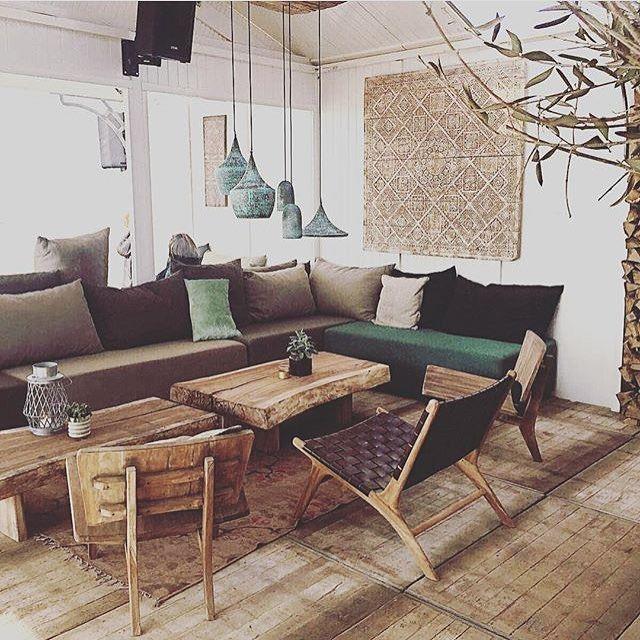 Blijft een mooie lounge! Met de ushuaia loungestoel, robuuste salontafel, koperen lampen en wandpaneel! Bij interesse mail naar ibizaoutdoor@gmail.com ook voor een afspraak in de loods. #lounge #stoel #salontafel #lamp #koper #wandpaneel #inrichting #interieur
