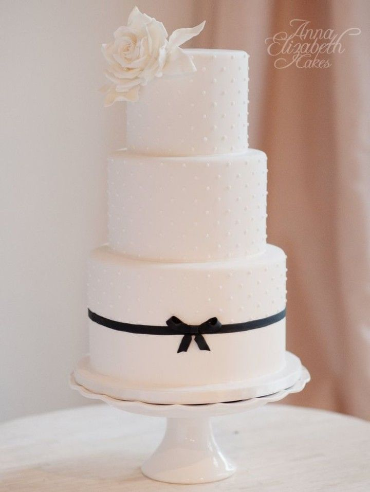 wedding cake idea; via Anna Elizabeth Cakes; photo: Vasia Weddings