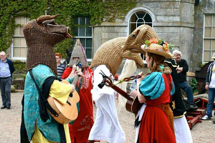 More colourful antics at National Trust days out - carnival of Animals at the Argory, Moy, Dungannon with our own Little Bo Peep (or Biddy Funny), Annie Callaghan, herding the merry pack of fools!  Family entertainment: folk music, folk customs, comedy, pantomime, dance & drama.