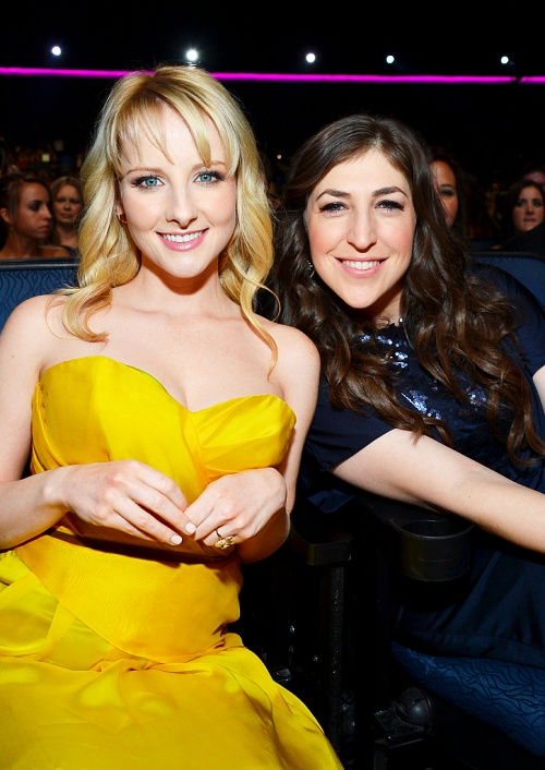 Melissa Rauch and Mayim Bialik - PCA 2013 didn't recognize them from Big Bang Theory at first!!