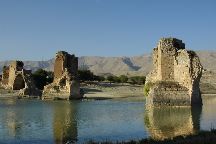 Hasankeyf is an ancient city, and has been identified with the Ilanṣura of the Mari Tablet (c. 1800 BC). The Romans had built the Cephe fortress on the site and the city became the Kiphas fortress and a bishopric under the Byzantine Empire. It was conquered by the Arabs, in ca. 640, renamed Hisn Kayf. In the 12th century, the city was successively captured by the Artukids as their capital.
