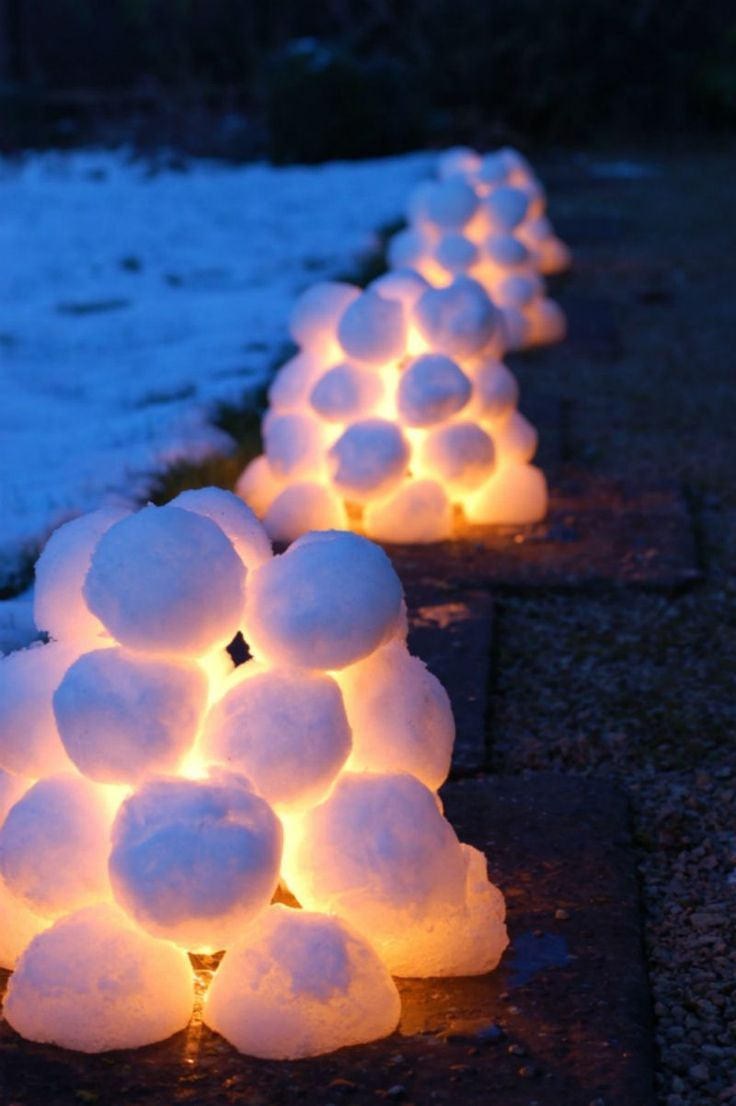 DIY Front Yard Christmas Decorating Projects • A round-up of great Ideas and Tutorials! Including, from 'little green fingers', learn how to make these cool snow lanterns!