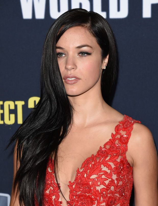 Alexis Knapp at the 2015 premiere of 'Pitch Perfect 2'. http://beautyeditor.ca/2015/05/14/pitch-perfect-2-hair