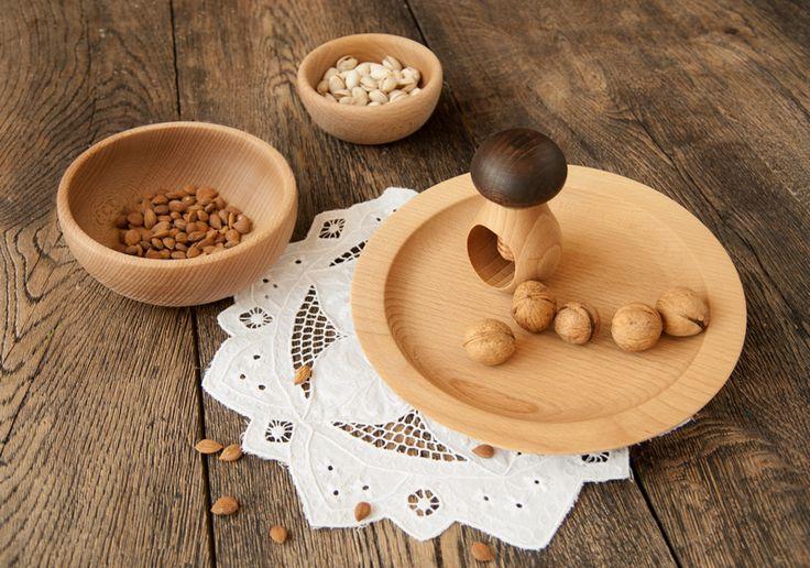 Beech bowl and plane with nutcracker / Talerz, misy bukowe oraz dziadek do orzechów